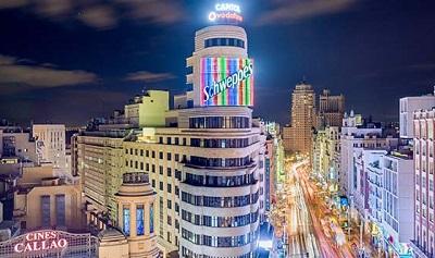 Cartelde Schweppes en la Gran V?a de Madrid