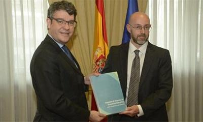 El ministro de Energ?a, Turismo y Agenda Digital, ?lvaro Nadal, recibe el informe fina de transici?n energ?tica
