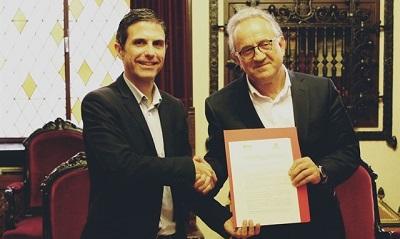 Fotograf�a de Teo L�pez y del alcalde de Alcal�, Javier Rodr�guez